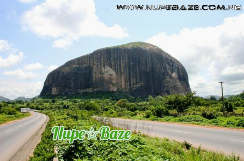 Zuma Rock Tourist Center Niger State Nigeria , Niger State History , The History Of Niger State , Tourist Centre s In Nigeria , Nigeria Tourist Places , Tourism , Nigeria Rocks
