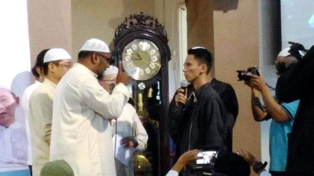 Pemuda Kristen Ini Ucapkan Syahadat Di Hari Natal, Takbir Pun Menggema