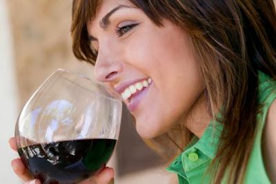 Las mujeres inteligentes beben más alcohol