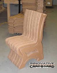 Bonito sillón cartón reciclado