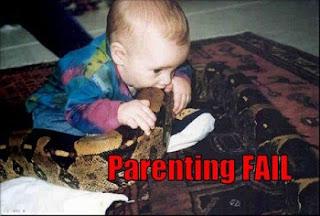 आज हम आपके लिए कुछ ऐसी तस्वीरें लेकर आये हैं जिन्हें देख आप भी यही बोलेंगे की कोई माँ बाप अपने बच्चों के साथ ऐसा कैसे कर सकता है.