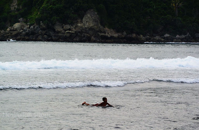 Halo pantai, mari berenang di pantai