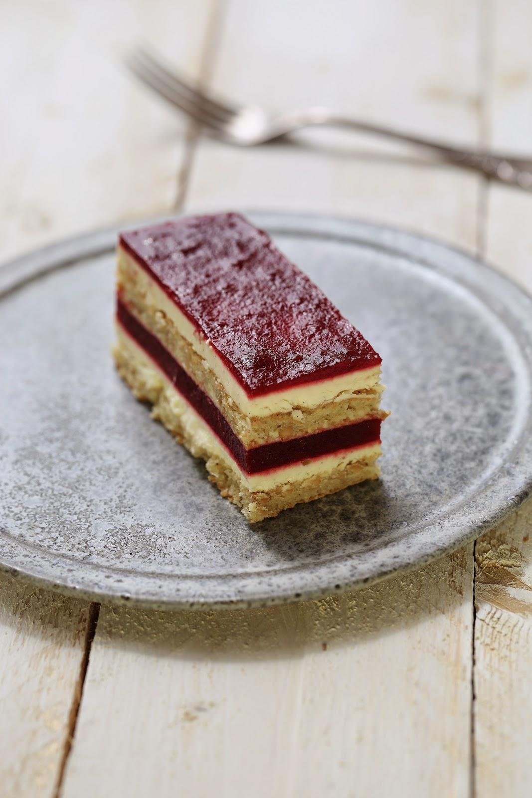 dessert chic aux cerises , gâteau rayé