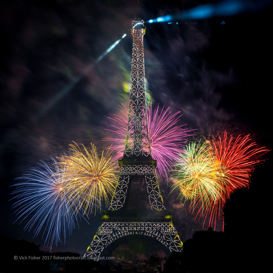 fireworks Paris Eiffel Tower spectacle Bastille Day July 14 France French Parisian stunning spectacular artistic original high quality copyright feu d'artifice 2017 Vick Fisher copyright