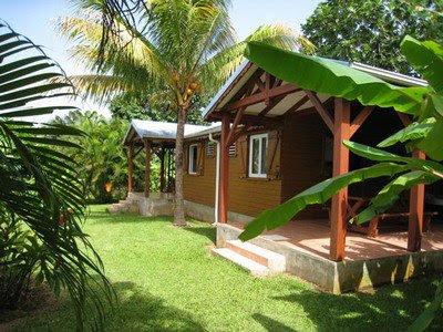 Gîtes Lamatéliane, des bungalows indépendants et sans vis à vis, ouverts sur le jardin et sa végétation tropicale luxuriante.