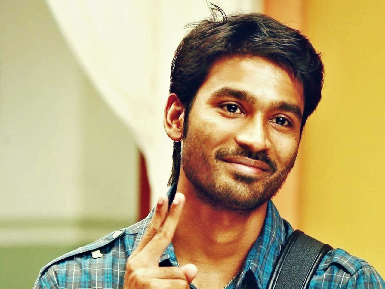 download unseen pics of dhanush - bollywood unseen pics