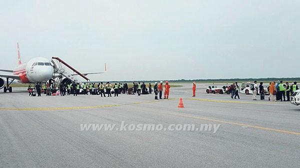"Pesawat ""AirAsia"" Tergendala Gara-Gara Penumpang Sebut ""Ada Bom Kot"""