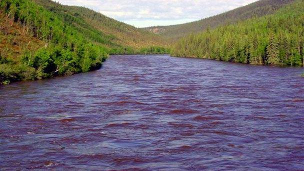 В Канаде высохла горная река Слимс и одноимённое озеро