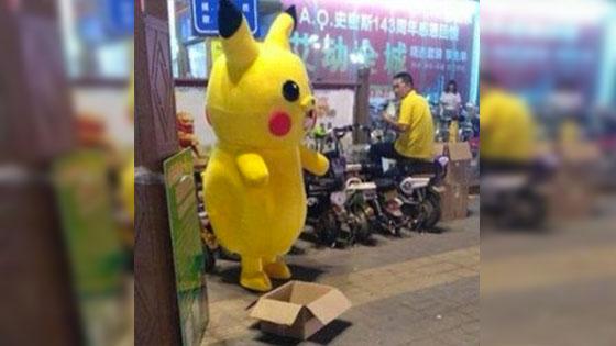 Pikachu Ini Nampak Gembira Dari Luar, Namun Bila Topeng Dibuka, Buat Ramai Netizen Sebak