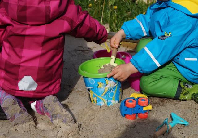 Familienurlaub im dänischen Ferienhaus: Erholsam, familienfreundlich und richtig schön! Ich nehme Euch mit in unseren Dänemark-Urlaub, den wir in einem tollen Ferienhaus von Schultz Ferienhäuser in Houstrup verbracht haben. Sandkasten.