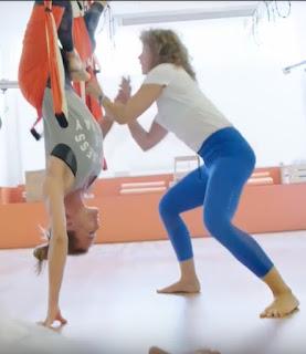 columpio yoga, columpio pilates, airyoga, trapecio, trapeze, gravity, gravedad, inversion