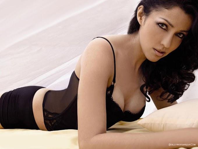 HD Wallpapers of Aditi Govitrikar Sexy Hot #Aditi