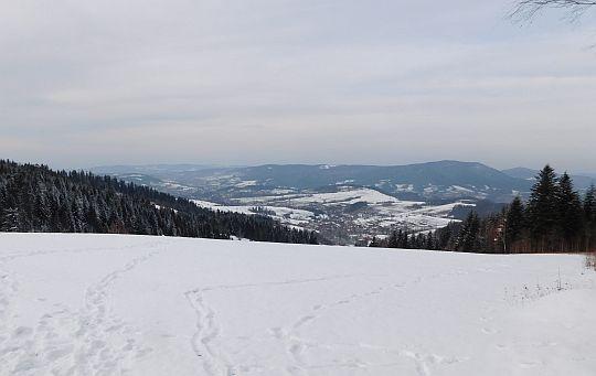 Dolina Raby i masyw Lubonia Wielkiego.