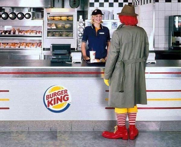 Chú hề Ronald McDonald's cũng phải đến cửa hàng của đối thủ Burger King
