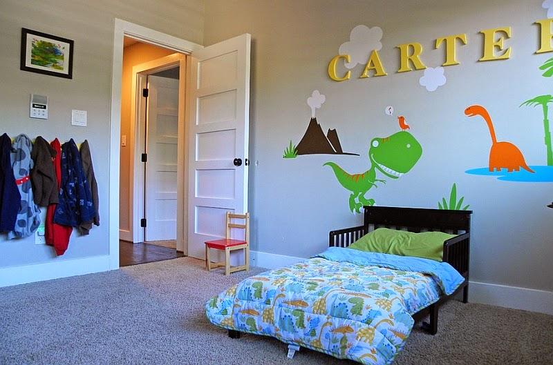 Dormitorio De Ninos Decorado Con Dinosaurios Arte En Las Paredes Y - Decoracion-habitaciones-nios
