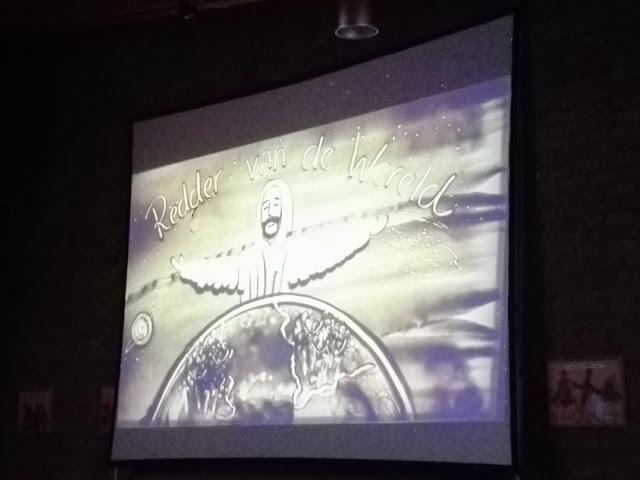 Zandschilderij van de zandprinses: Jezus, redder van de wereld.