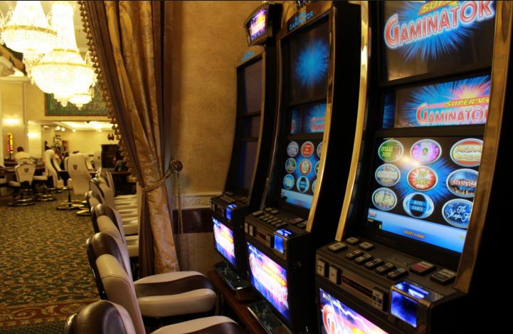 Игровые автоматы в каликратии греция кто придумал игровые аппараты
