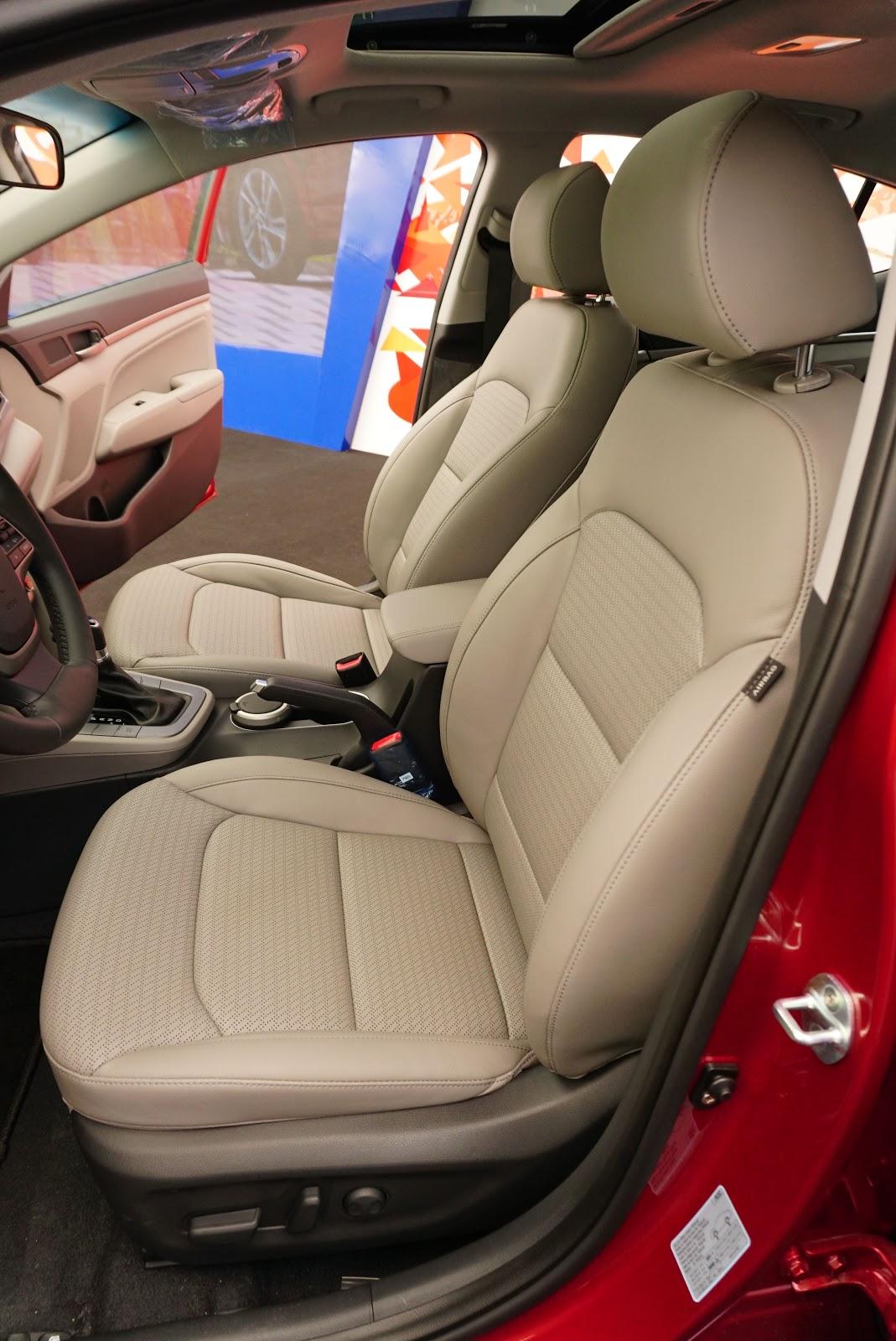 Ghế ngồi quá sang trọng, chỉnh điện 10 hướng, có cả sưởi ấm ở bản 2.0