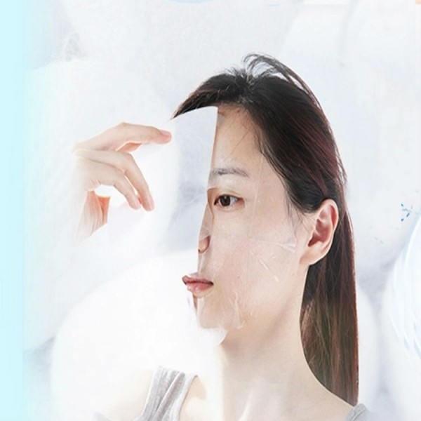 Đắp mặt nạ là bước chăm sóc da không thể thiếu của người Hàn