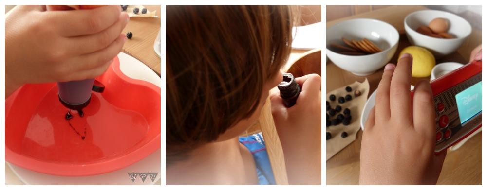 Niños cocinando un flan de galletas María al microondas
