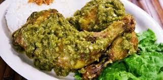 masakan ayam goreng geprek sambal rawit hijau