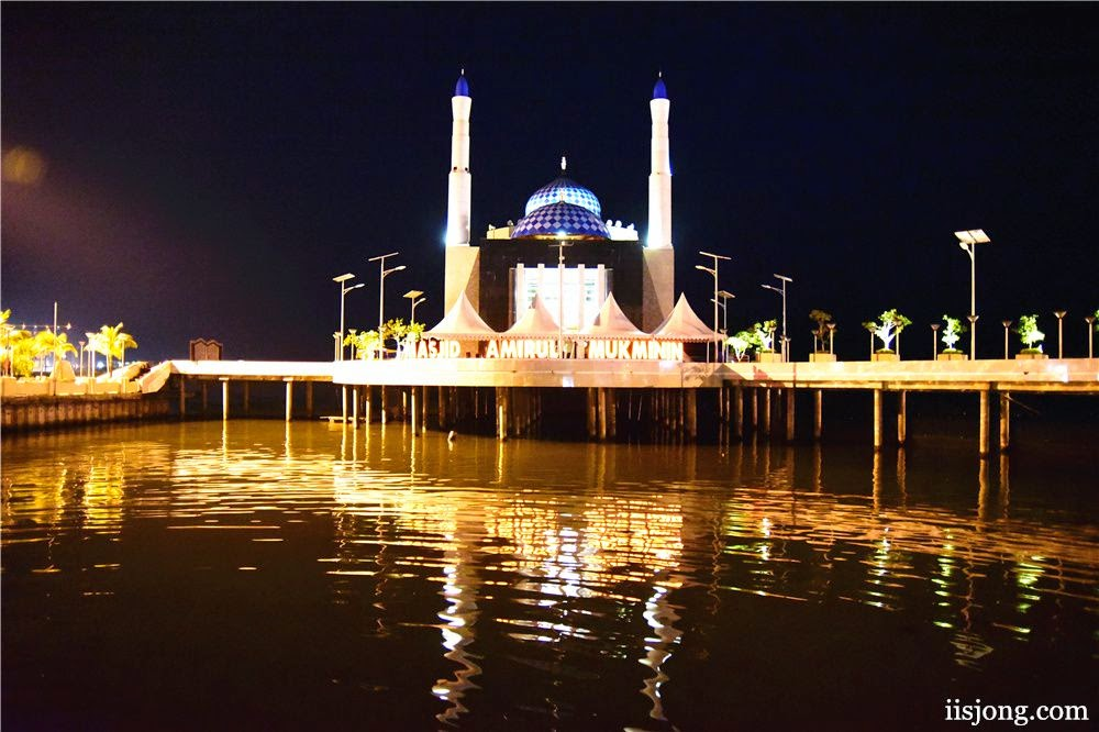 floating mosque makassar indonesia