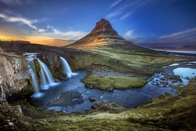 en las ocho regiones del país encontramos el monte kirkjufell en el oeste