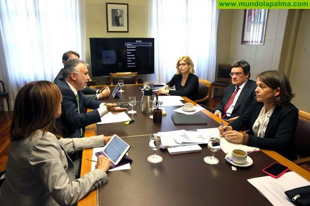 El presidente de Canarias mantiene en Madrid una reunión de trabajo con la ministra para la Transición