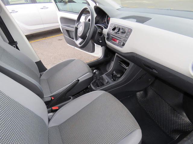 Volkswagen Up! TSI - espaço na dianteira