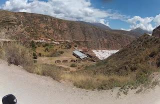 Chegando nas Salineras de Maras / Peru. Vista do alto.