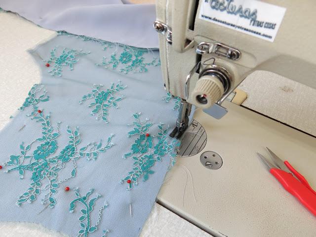 como coser encaje de seda