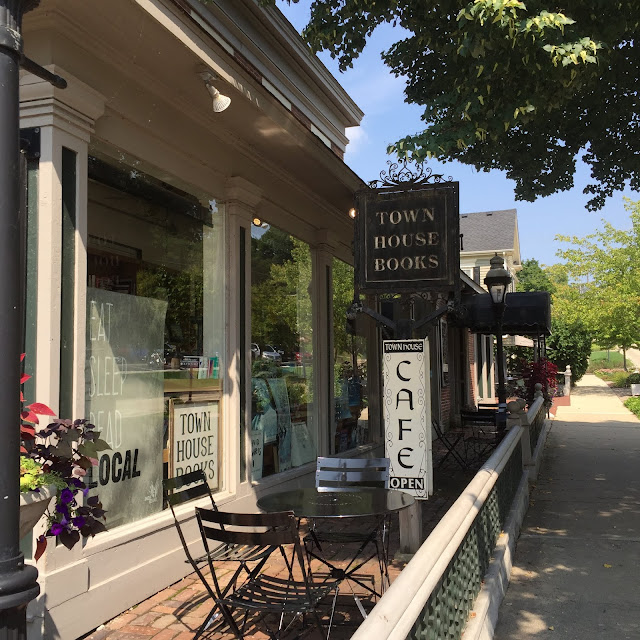 Town House Books and Cafe in St. Charles, Illinois