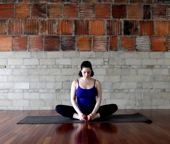 12 Động tác yoga giúp giảm đau lưng, chống béo phì cho mẹ bầu
