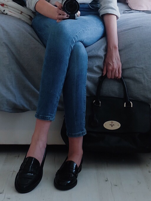 fashion blog uk,  outfit of the day, dune lexus loafers, asos ridley jeans, topshop grey chambray shirt, mulberry del rey bag