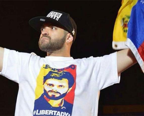 Nacho cruzó a pie la frontera entre Venezuela y Colombia (+Video)