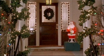 Ho-Ho-Ho! Santa decorates the front porch of the house in WHILE YOU WERE SLEEPING (1995)