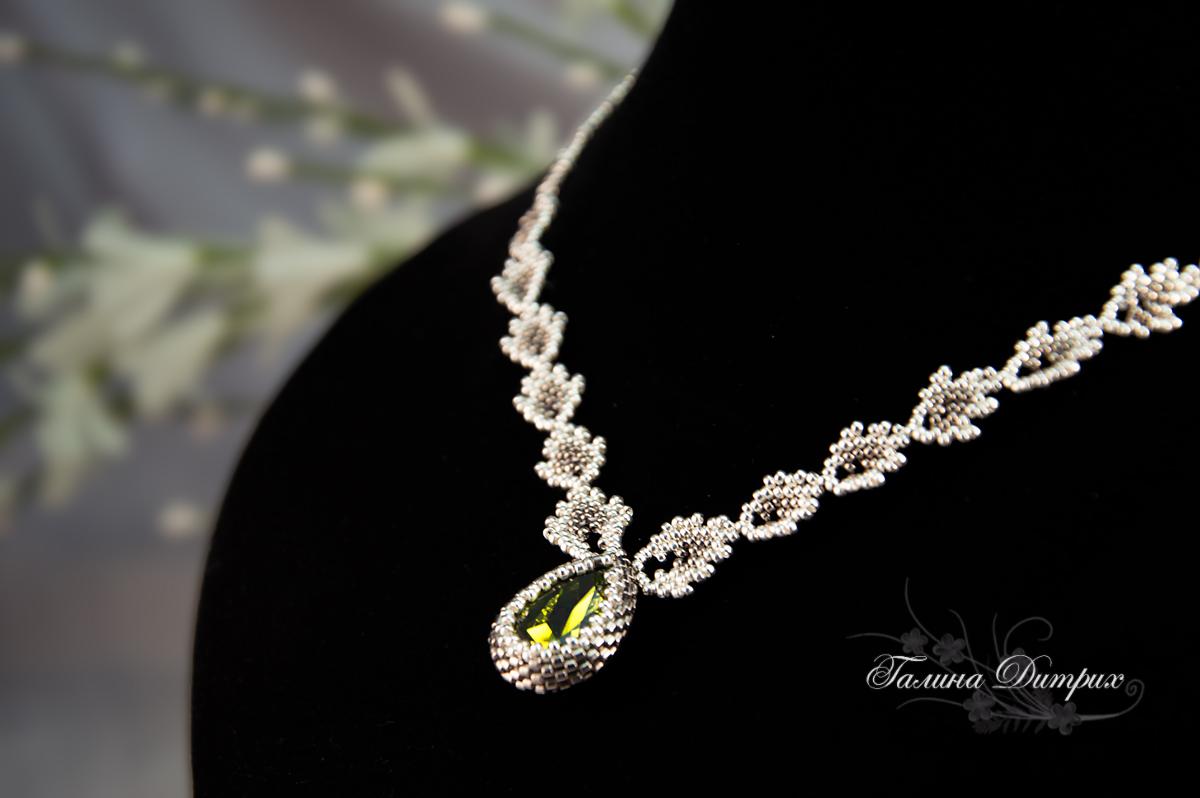 схема свадебного украшения из бисера