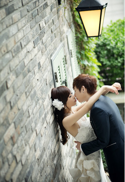 Wedding photoshoot in Seoul by Rari Photography