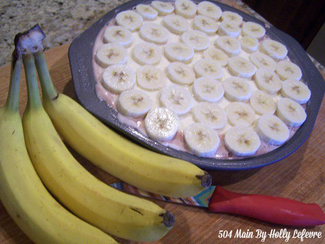 "Slice three bananas into 1/4"" thickness."