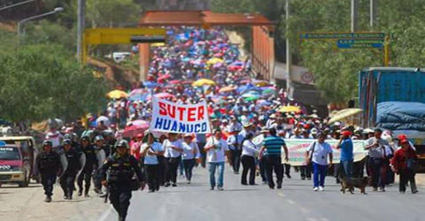 Docentes de Huánuco siguen en protesta