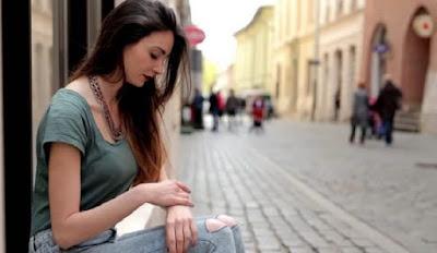 Alasan Wanita Tetap Mempertahankan Hubungan Meskipun Sering Disakiti