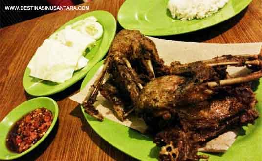 Artikel kuliner nusantara tentang olahan bebek goreng solo yang ada di Food garden di Miko Mall Bandung.