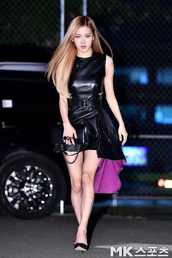 Blackpink Rose Is A Woman In Black