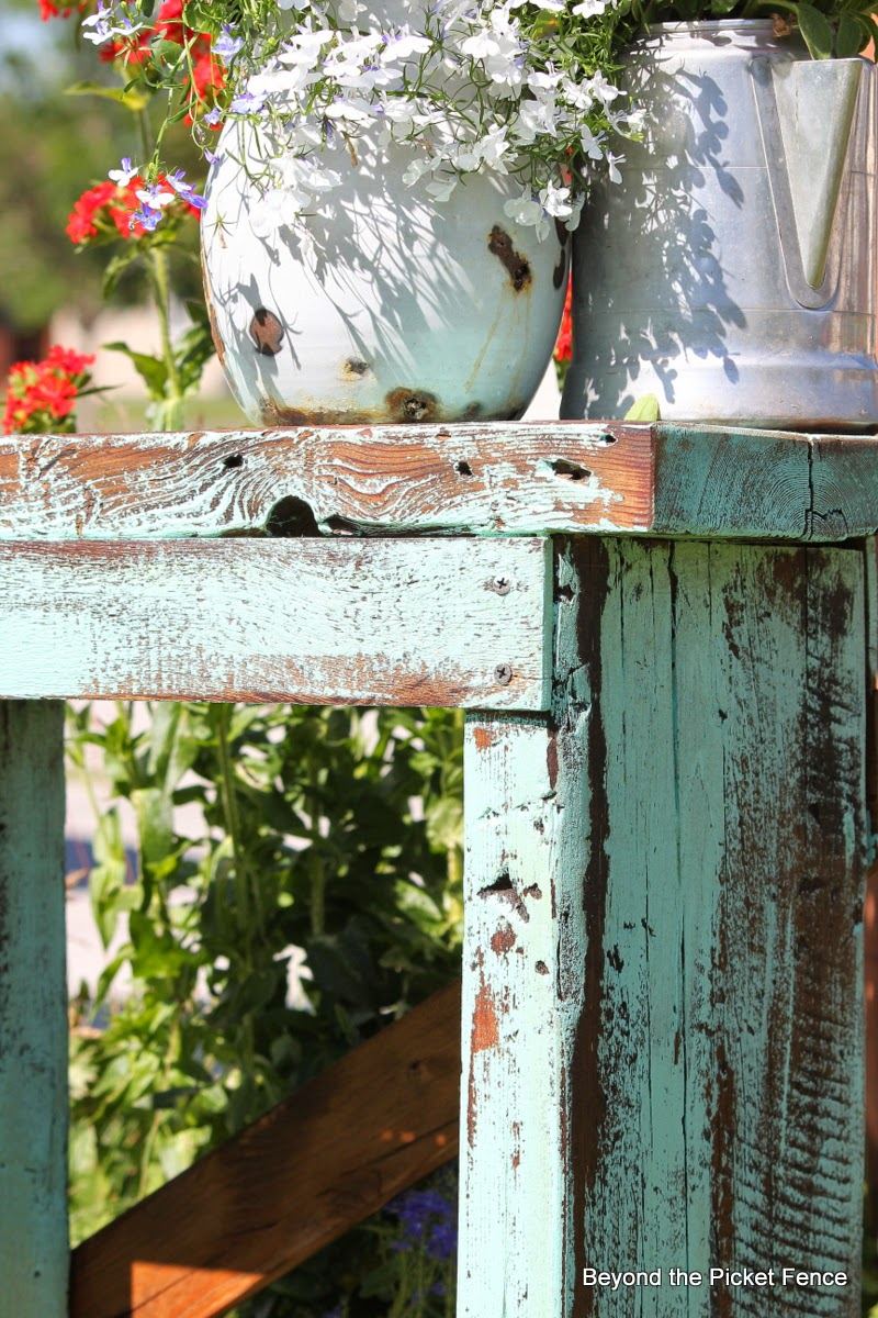 A rustic stool or table http://bec4-beyondthepicketfence.blogspot.com/2014/07/a-little-blue-stool-or-table.html