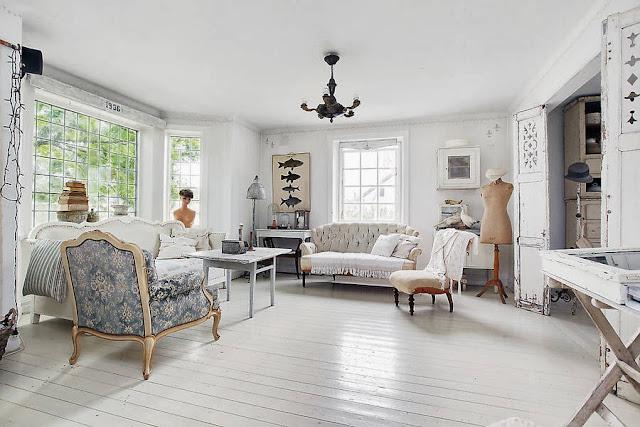 living alb cu piese de mobilier clasice