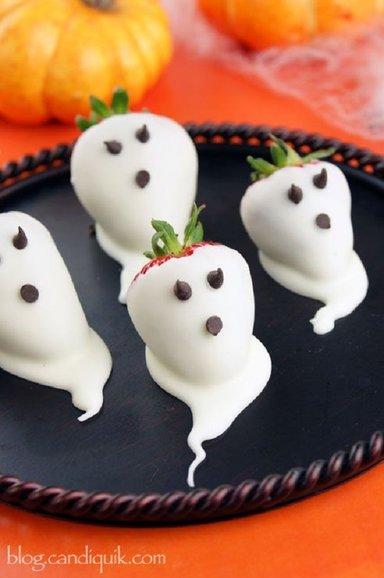 Хэллоуин, блюда на Хэллоуин, рецепты на Хэллоуин, праздничные блюда, оформление блюд на Хэллоуин, праздничный стол на Хэллоуин, блюда-монстры,  клубника на Хэллоуин, клубника, блюда из клубники, ягоды на Хэллоуин, клубника в шоколаде,