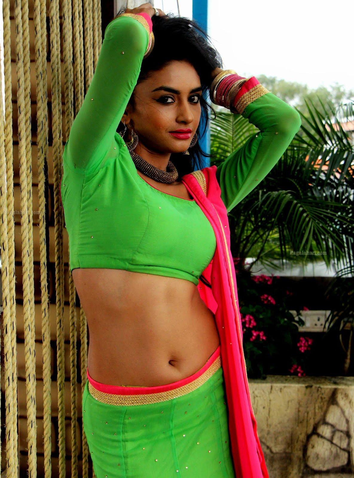 SOUTH INDIAN MOVIES MASALA: Sexiest Iniya Hot Tamil