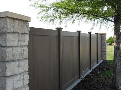 Dallas Vinyl Fence with Neighbors