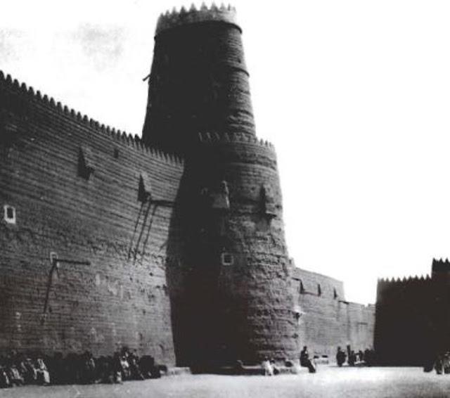 سور وأبراج لمدينة حائل 1914م