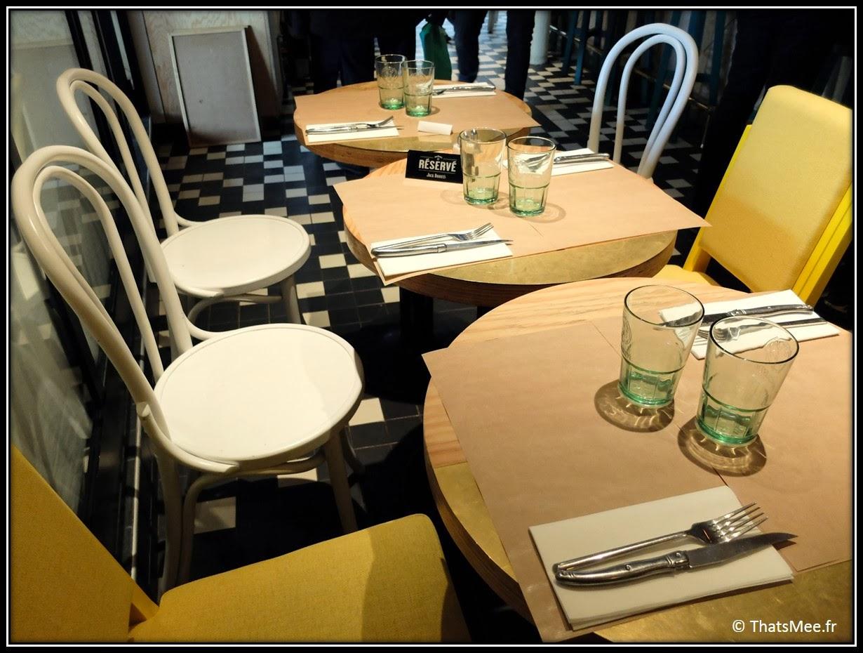 Brunch Le Wood Paris Woodbar Marais place Thorigny tables chaise fauteuil jaune déco design décoration bois, brunch a volonte Paris Marais Le Wood